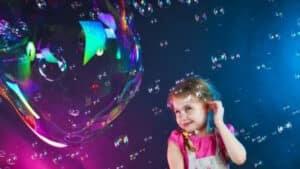 Шоу гигантских мыльных пузырей в Калининграде!